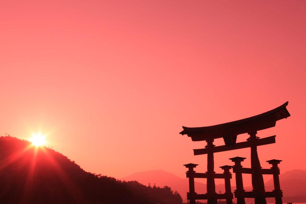 海に浮かぶ世界文化遺産「厳島神社」の王道観光を日帰りで大満喫!