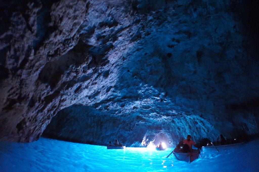 あなたは日帰りツアーだけで満足できる!?イタリア「カプリ島」を大満喫の旅♪