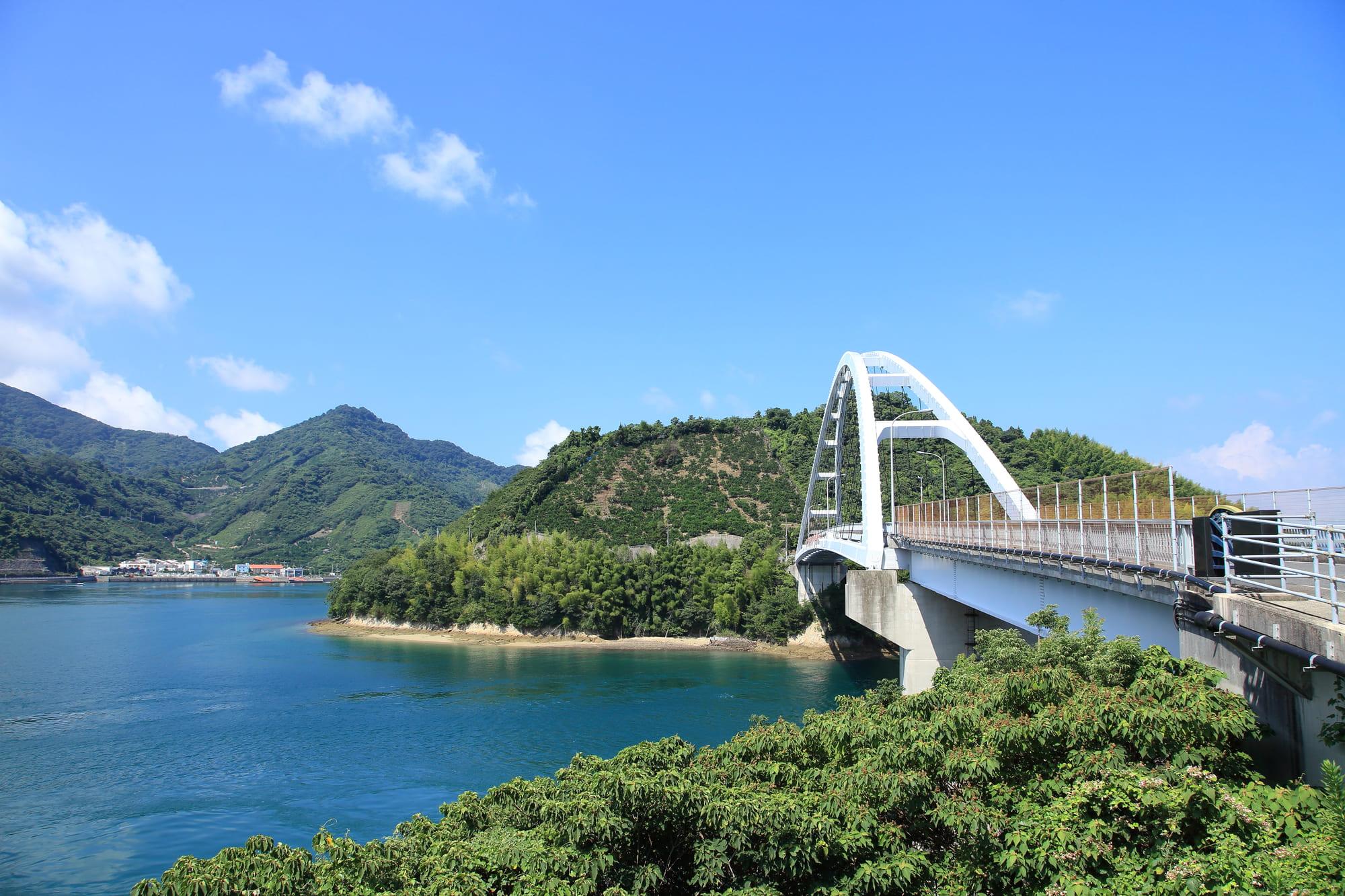 岡村島_とびしま海道(岡村大橋)