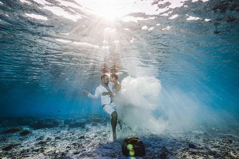 沖縄・座間味島:美しい海で叶える「水中フォトウエディング」サービス開始