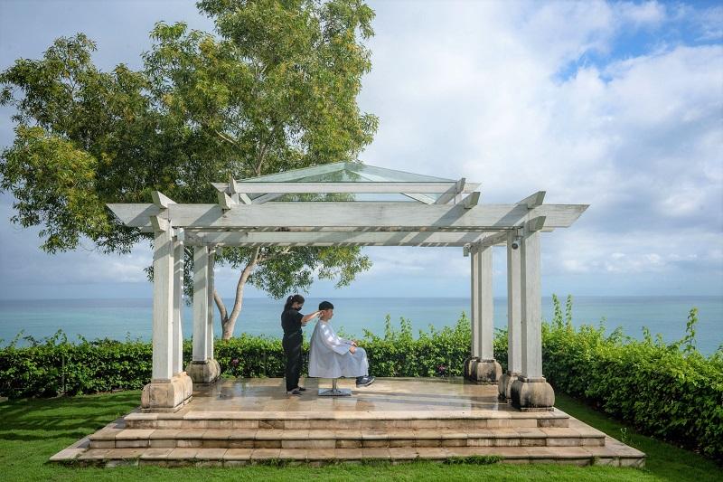 バリ島:アヤナホテルでユニーク体験!アウトドアでヘアカットサービス開始