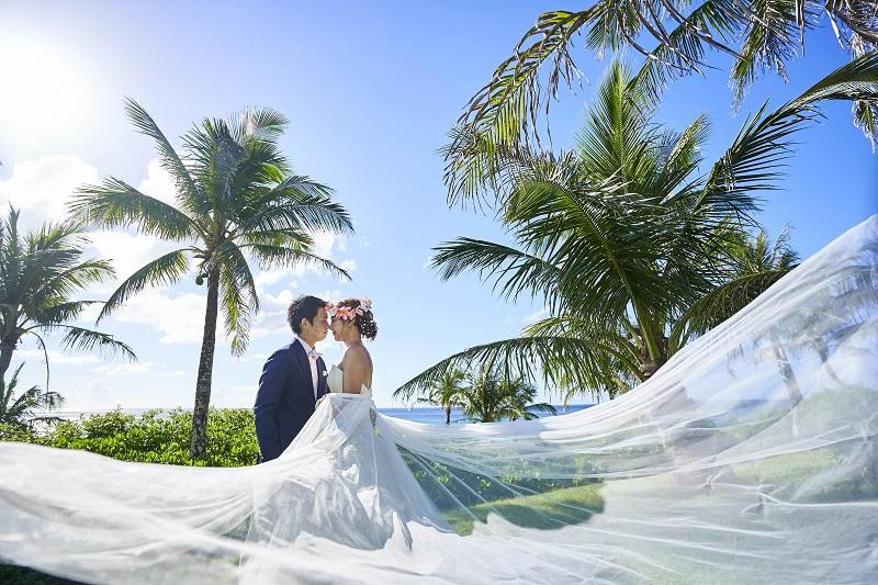 沖縄・恩納村:モダン建築で有名なホテルムーンビーチのウェディング撮影プラン販売