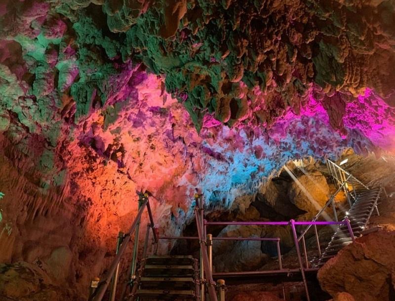 沖縄・うるま市:神秘の鍾乳洞「CAVE OKINAWA」探検ツアー販売中