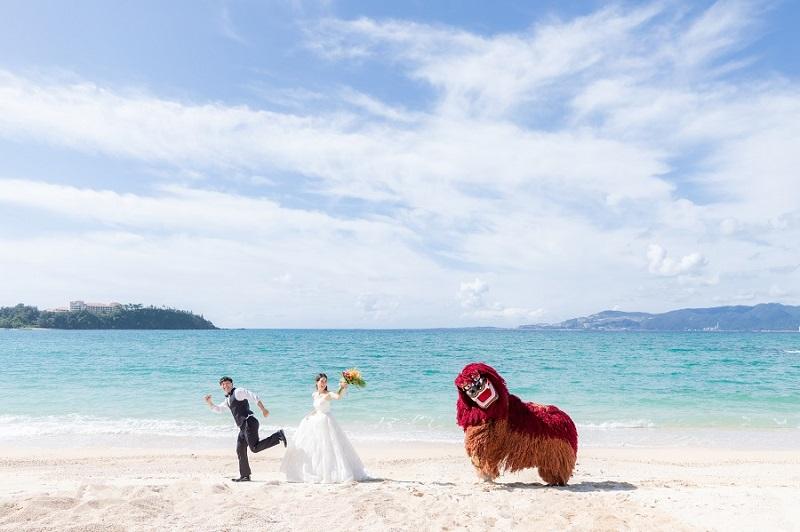 """沖縄・名護市:""""琉球獅子と撮影できる""""フォトウェディング販売開始"""