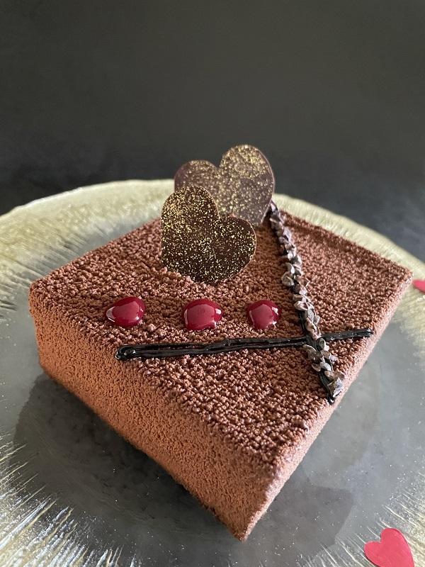 沖縄・那覇市_沖縄ハーバービューホテル バレンタインチョコレートケーキ「Mon amour」