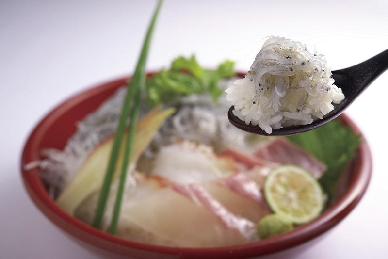 グランドニッコー淡路、淡路島の生しらす海鮮丼を提供~艶やかに輝く 豊かな海からの贈り物~