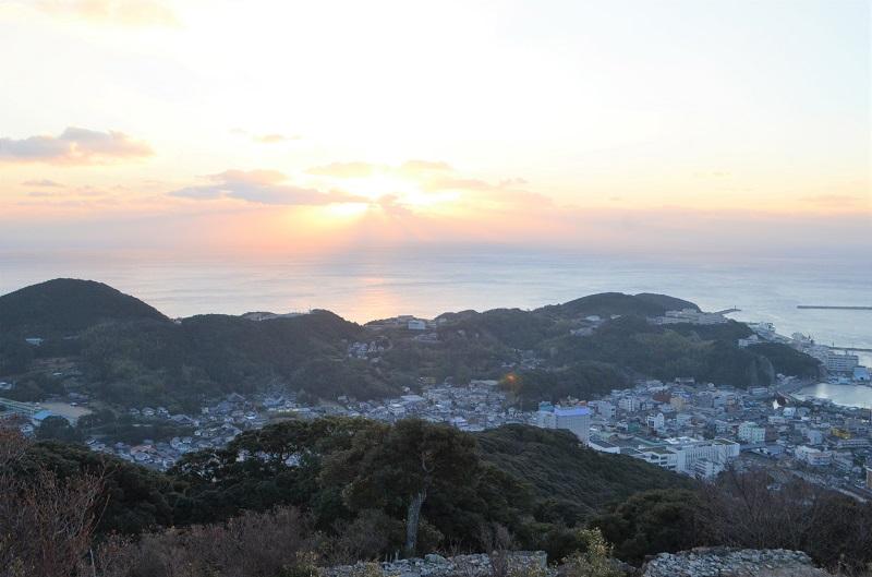 【ビーコンつしま】対馬の城下町・厳原で朝活!清水山城ハイキング