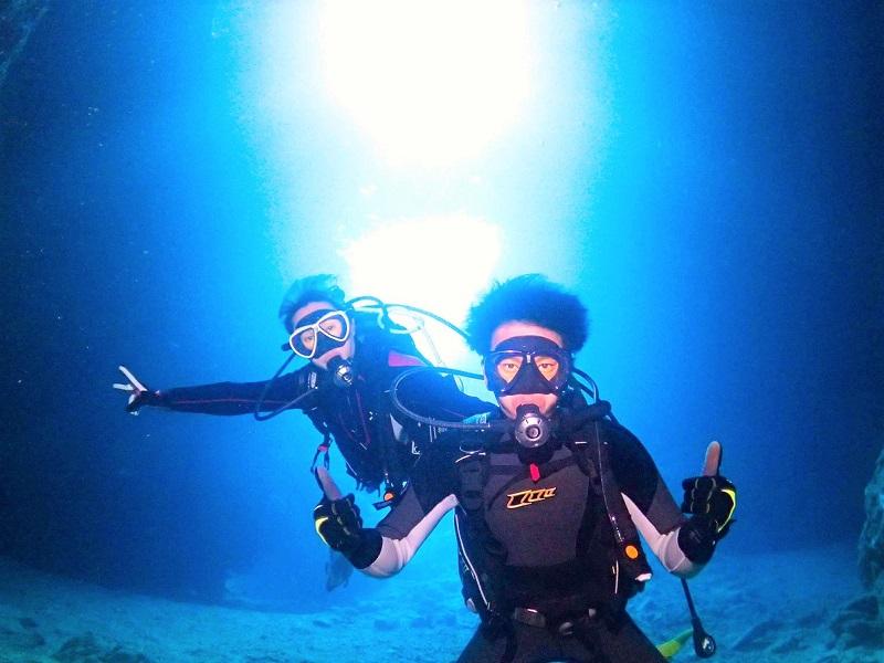 【シーラバーズ沖縄】沖縄本島で「青の洞窟ダイビング」専属ガイド貸切&ボートで高確率!