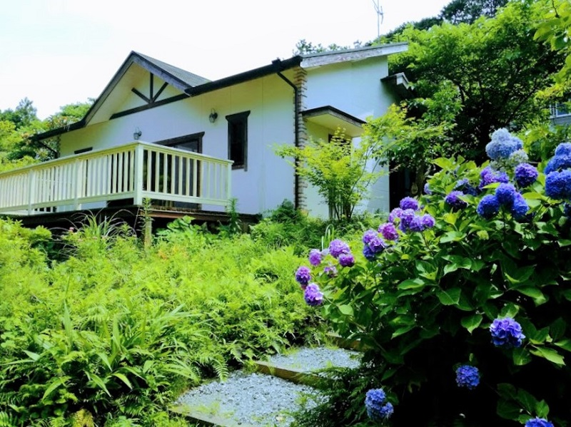【ゲストハウス 空と風】伊豆大島の静かな森にたたずむ貸切の一軒家