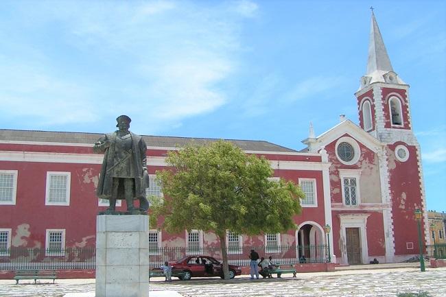 モザンビーク島_ヴァスコ・ダ・ガマの銅像